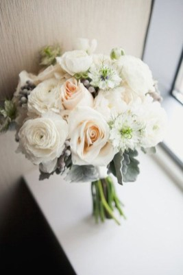 Casual Winter White Bouquet Ideas35