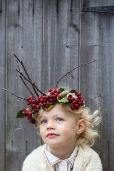 Charming Diy Winter Crown Holiday Party Ideas20