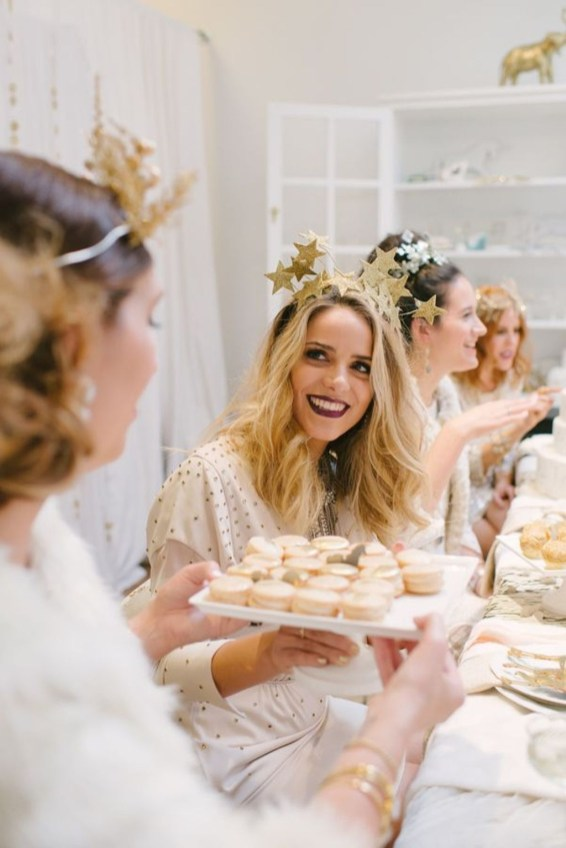 Charming Diy Winter Crown Holiday Party Ideas36