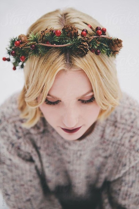 Charming Diy Winter Crown Holiday Party Ideas37