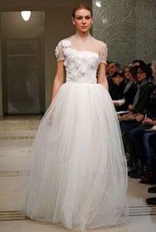 Fabulous Winter Wonderland Wedding Dresses Ideas18