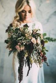 Modern Rustic Winter Wedding Flowers Ideas18