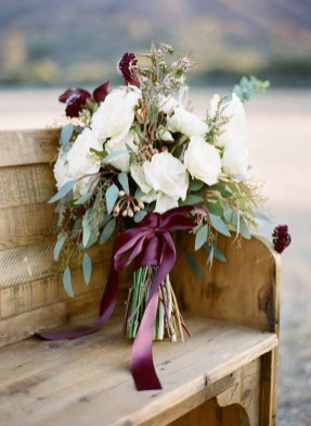Modern Rustic Winter Wedding Flowers Ideas25