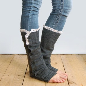 Incredible Winter Outfits Ideas With Leg Warmers38