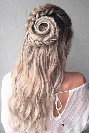 Charming Hairstyles Ideas For Long Hair35