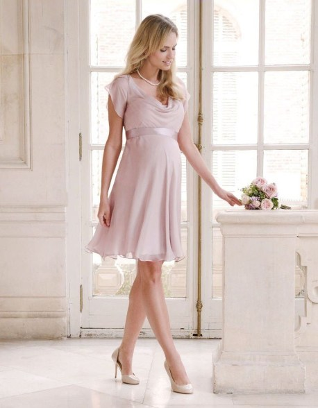 Gorgeous Maternity Wedding Outfits Ideas For Spring19