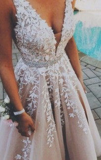 Pretty V Neck Tulle Wedding Dress Ideas For 201932