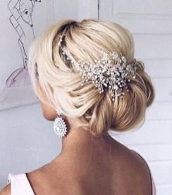 Unique Wedding Hairstyles Ideas For Round Faces31