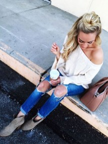 Creative Summer Style Ideas With Ripped Jeans05
