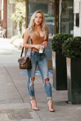 Creative Summer Style Ideas With Ripped Jeans06