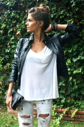 Creative Summer Style Ideas With Ripped Jeans08