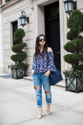 Creative Summer Style Ideas With Ripped Jeans09
