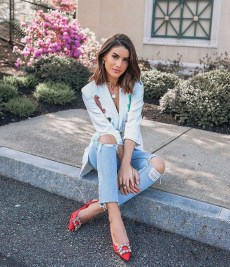 Creative Summer Style Ideas With Ripped Jeans11