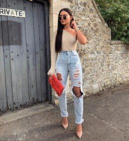 Creative Summer Style Ideas With Ripped Jeans20