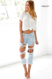 Creative Summer Style Ideas With Ripped Jeans32