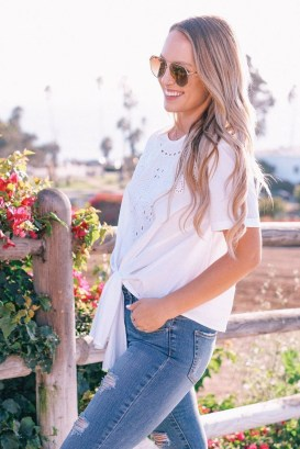 Creative Summer Style Ideas With Ripped Jeans34