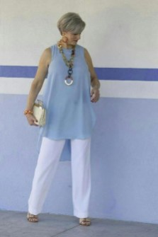 Pretty Styles Ideas For 50 Year Old Woman22