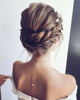 Rustic Hairstyle Ideas For Wedding30