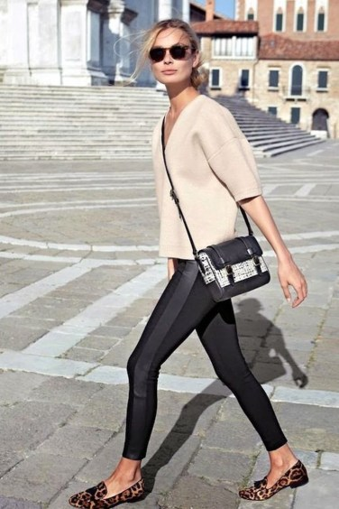 Fancy Work Outfits Ideas With Black Leggings To Copy Right Now29