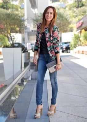 Cozy Combinations Ideas With Floral Blazers You Must Try26