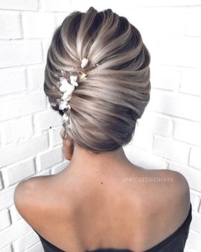 Elegant Wedding Hairstyle Ideas For Brides To Try25