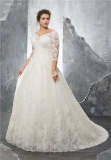 Impressive Wedding Dresses Ideas That Are Perfect For Curvy Brides04