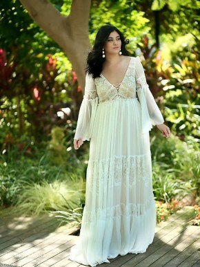 Impressive Wedding Dresses Ideas That Are Perfect For Curvy Brides08
