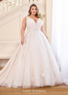 Impressive Wedding Dresses Ideas That Are Perfect For Curvy Brides32