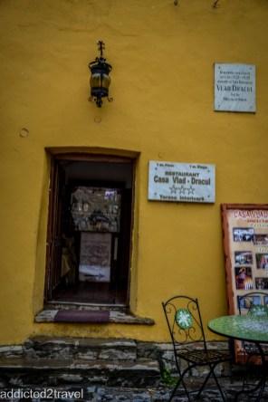 w tym żółtym domu urodził się Drakula