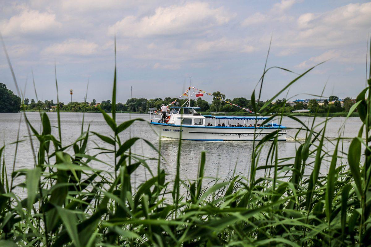 ciekawe_miejsca_niedaleko_Poznania_kornik_jezioro