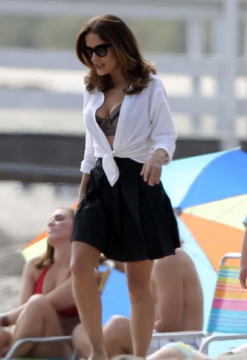 Selena Gomez Upskirt-4070