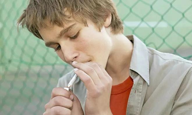 كيف تتعامل مع المراهق المدخن