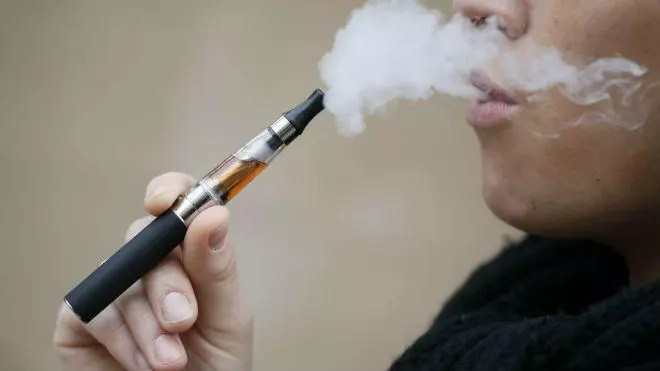 خدعة السيجارة الالكترونية