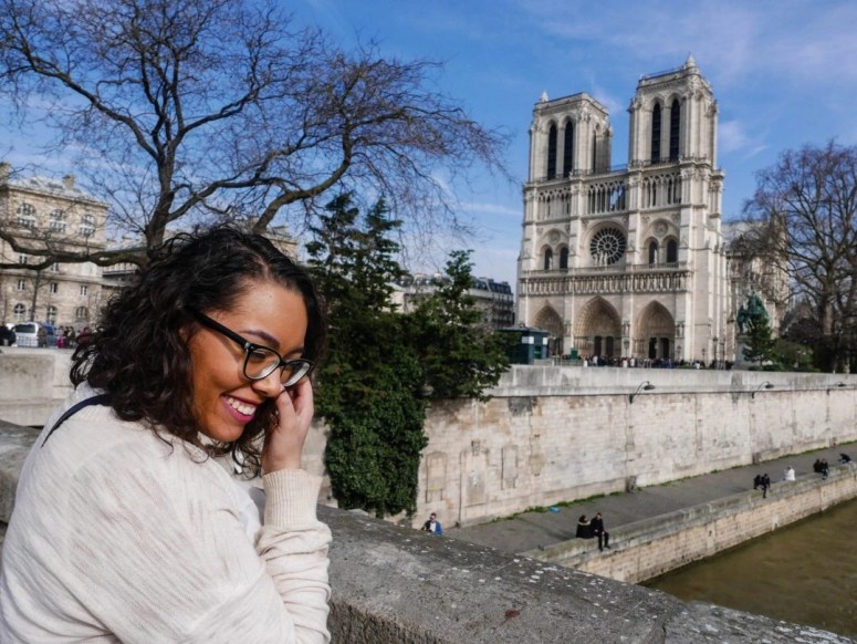Visiting Paris for only one day may seem crazy, but seeing the top sights is actually possible! Use this itinerary to see the top sights in Paris in only one day. See the Louvre, the Eiffel Tower, Notre Dame, and the Arc de Trimophe!