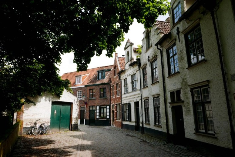 day trip to Bruges Minnewater Park Street