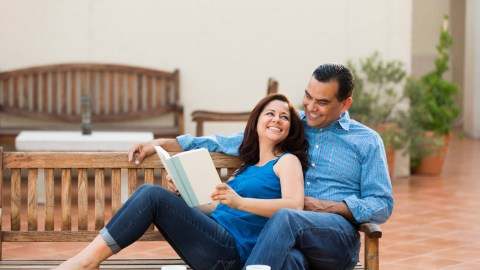 Couple reading together to learn about summer learning loss