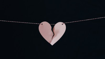 A broken heart symbolizes regrets as a mom with ADHD