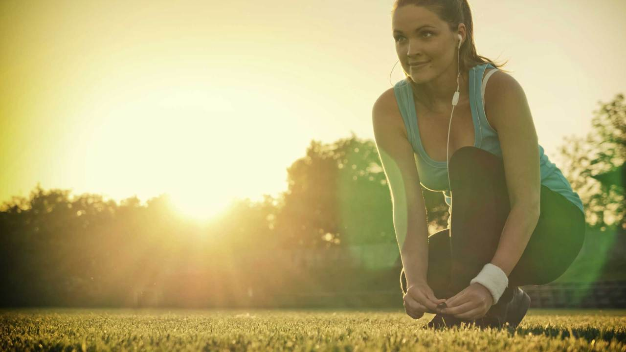 A woman exercises at sunset, battling ADHD symptoms with exercise