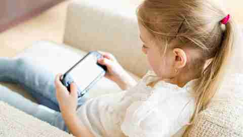 Child playing video games while traveling, a smart travel tip