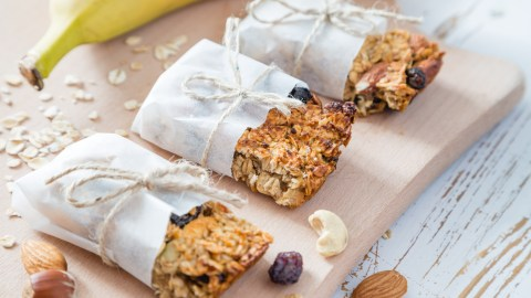 Granola bars make are a quick breakfast recipe idea for kids with ADHD who need complex carbs and protein