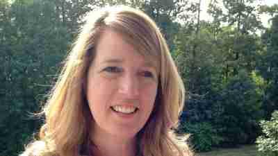 Tutor Jan Rowe, applying teaching strategies for students with ADHD or LD