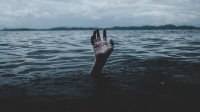 A person drowning: What an Anxiety Attack/Panic Attack Really Feels Like