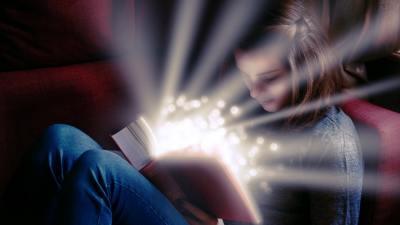 2e student reading a book