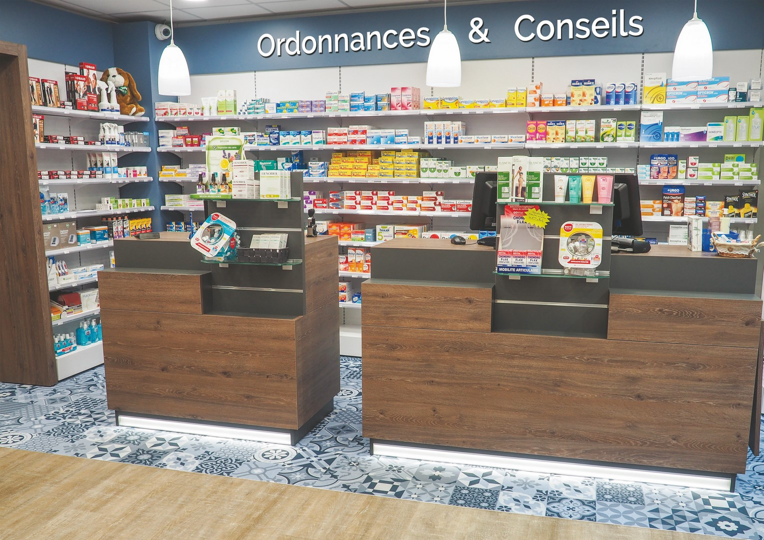 Pharmacie-Bayeux-un-agencement-Adeco-Breizh-06