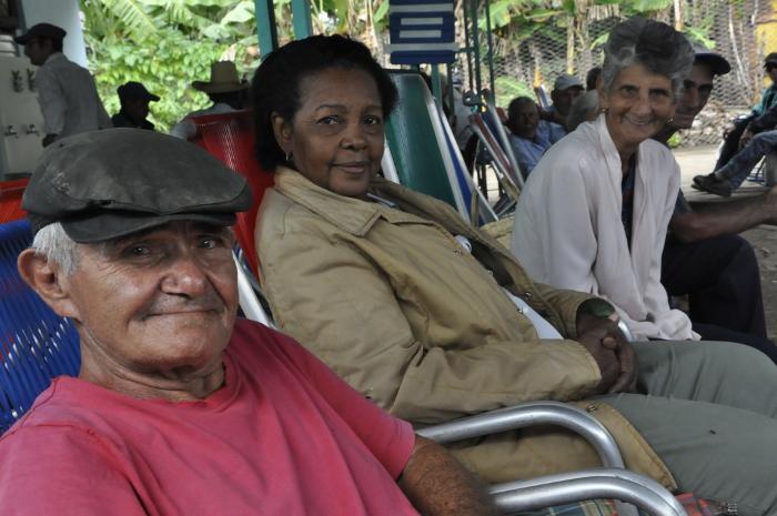 Eficaz atención al adulto mayor en Vertientes (+ Reportaje multimedia)