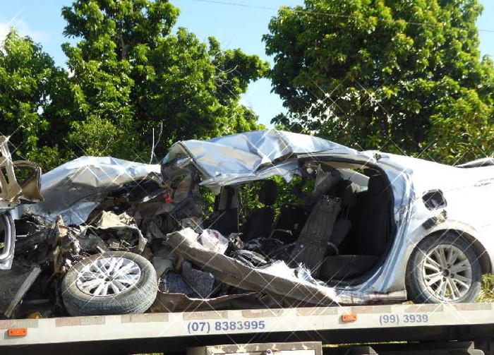 En horas cercanas al mediodía ya había quedado despejada la zona del accidente. Foto: Israel Hernández/escambray.cu