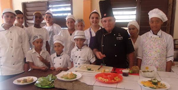 Concluyen cursos de cocina para niños