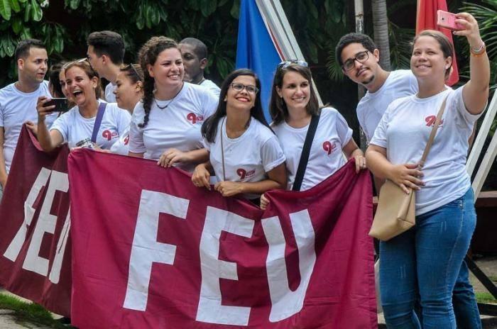 Protagonizan universitarios camagüeyanos varias actividades en saludo al aniversario 97 de su organización (+ Post)
