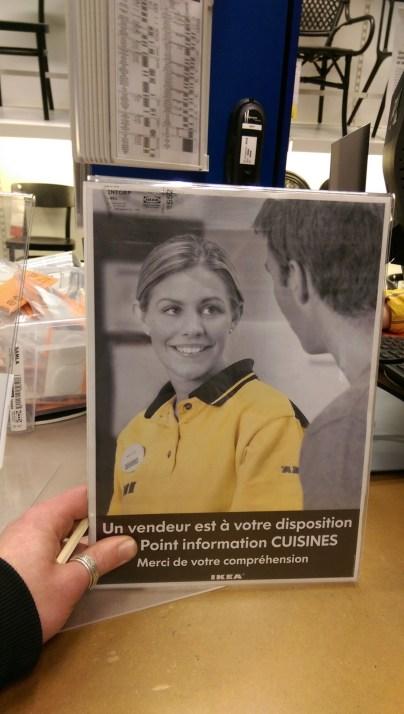 Un vendeur illustré d'une vendeuse chez Ikea France