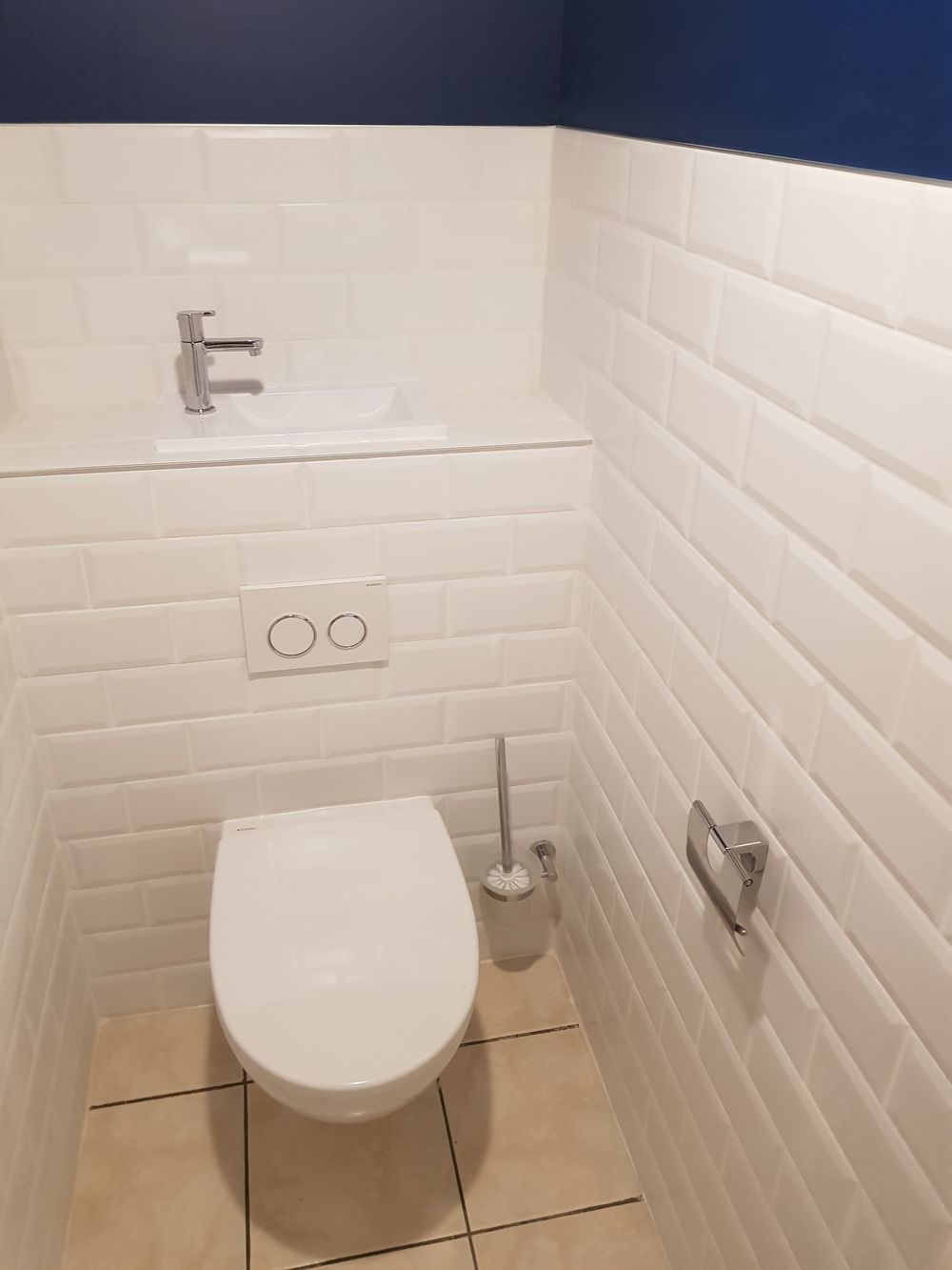 wc suspendu avec lave mains integre a